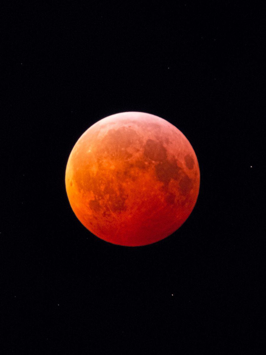 Mondfinsternis6BreiteKLEINER1200pix