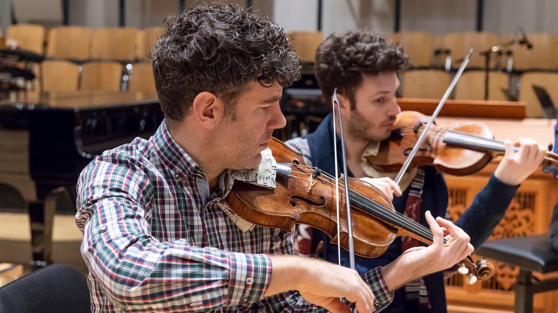 Ensembleleiter, Geiger, Labelmanager, Allroundmusiker: Johannes Pramsohler in Aktion