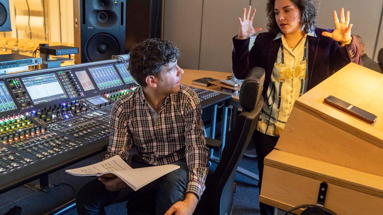 Italienische Musik braucht entsprechende Gesten! – Abhören in der Tonregie